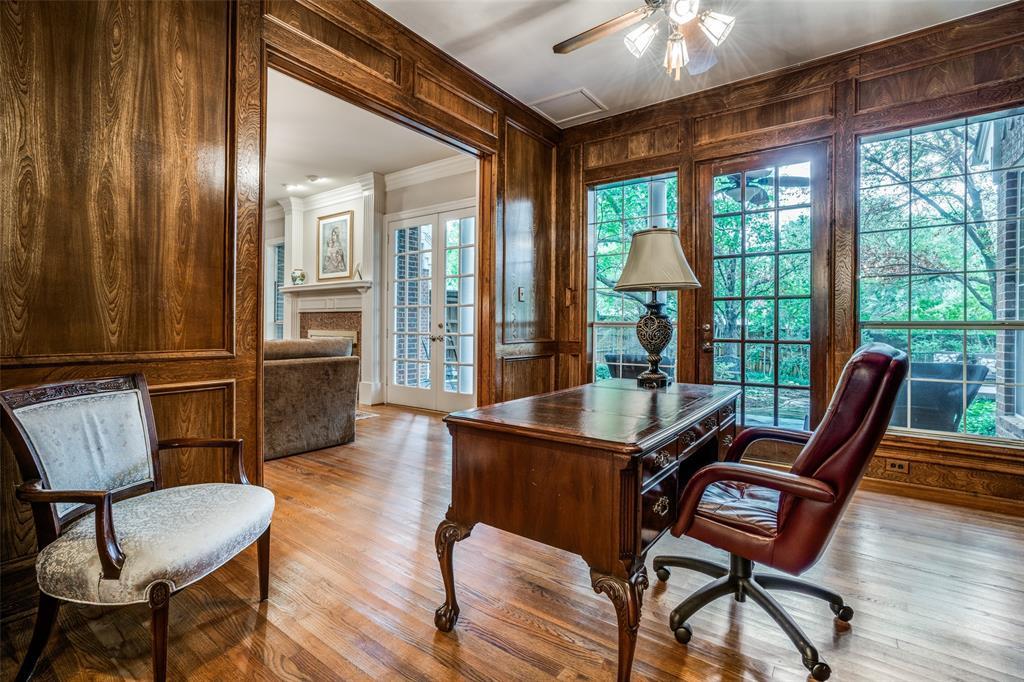2209 Creekside  Circle, Irving, Texas 75063 - acquisto real estate best celina realtor logan lawrence best dressed realtor