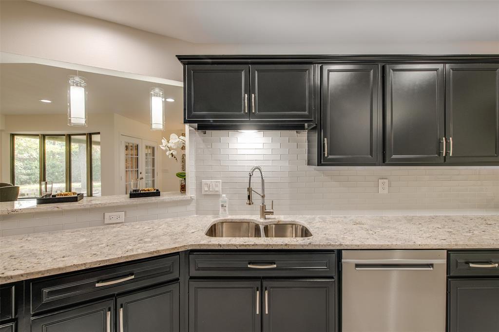 6339 Crestmont  Drive, Dallas, Texas 75214 - acquisto real estate best the colony realtor linda miller the bridges real estate