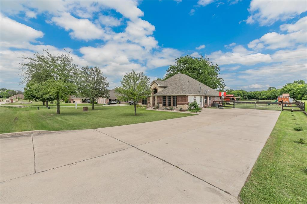 132 Fossil Rock  Drive, Azle, Texas 76020 - acquisto real estate best the colony realtor linda miller the bridges real estate