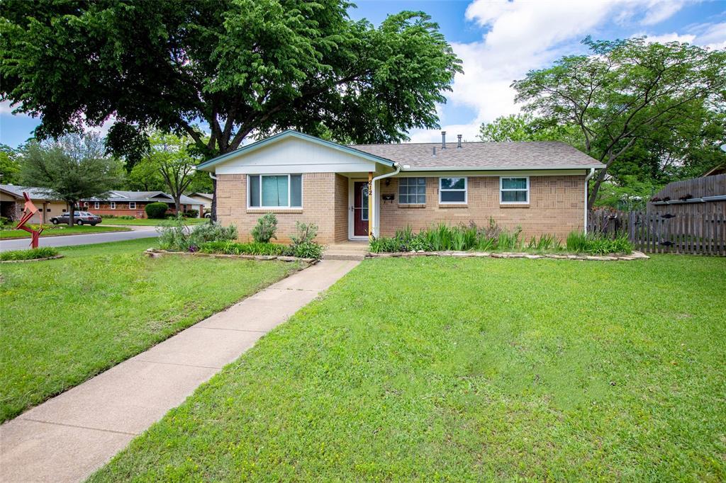 212 Huitt  Lane, Euless, Texas 76040 - acquisto real estate best realtor dfw jody daley liberty high school realtor