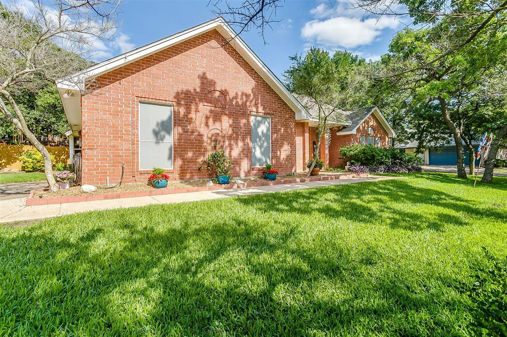 532 Forest Edge  Street, Burleson, Texas 76028 - acquisto real estate best the colony realtor linda miller the bridges real estate