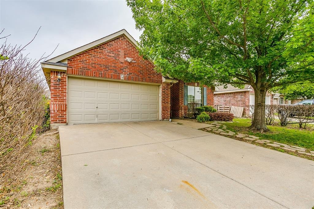 741 Silverbrook  Drive, Saginaw, Texas 76179 - Acquisto Real Estate best plano realtor mike Shepherd home owners association expert