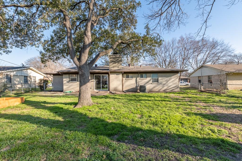 13903 Pyramid  Drive, Farmers Branch, Texas 75234 - acquisto real estate best new home sales realtor linda miller executor real estate