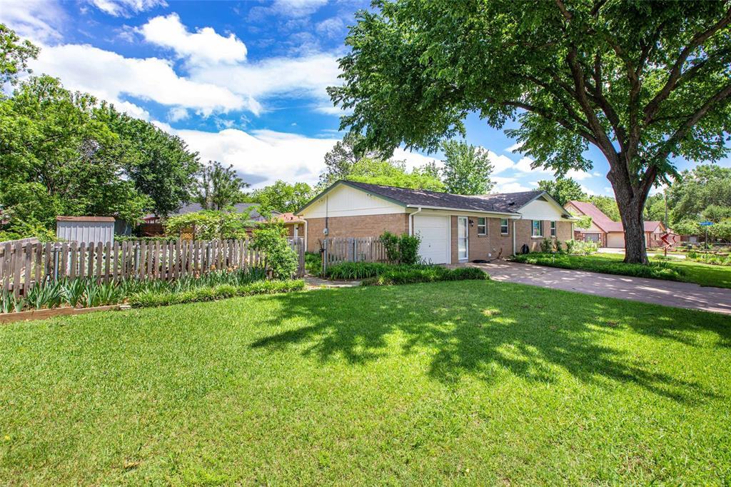 212 Huitt  Lane, Euless, Texas 76040 - acquisto real estate best allen realtor kim miller hunters creek expert