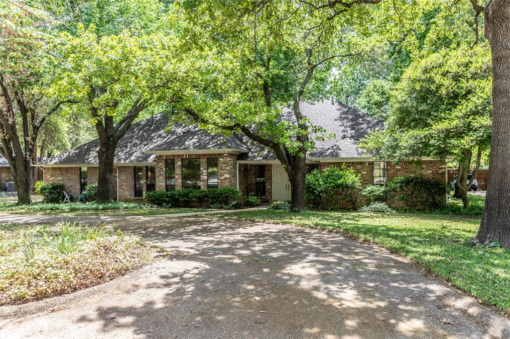 2216 Stonegate  Drive, Denton, Texas 76205 - Acquisto Real Estate best plano realtor mike Shepherd home owners association expert
