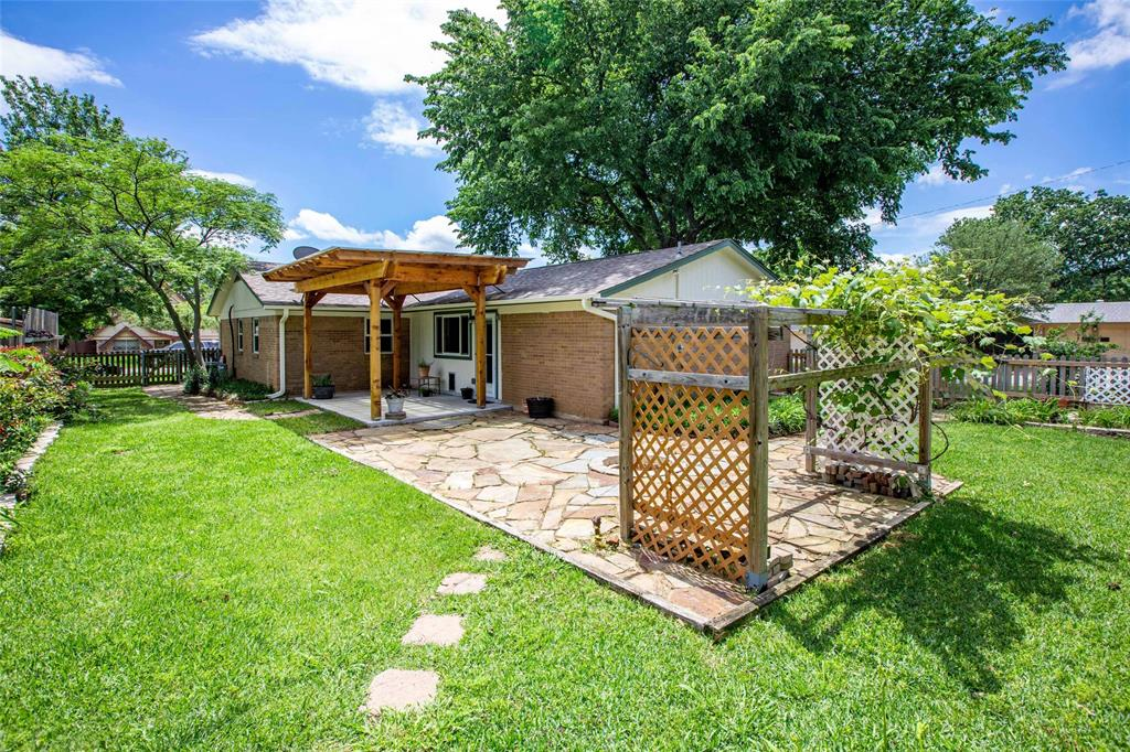 212 Huitt  Lane, Euless, Texas 76040 - acquisto real estate best frisco real estate agent amy gasperini panther creek realtor