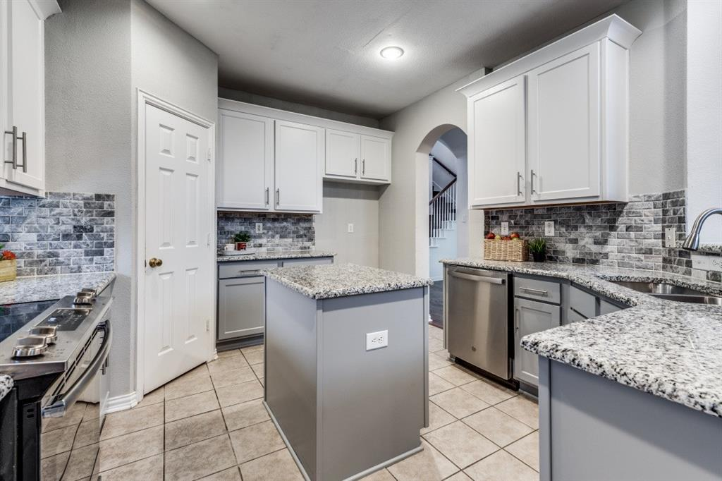 5022 Toftrees  Drive, Arlington, Texas 76016 - acquisto real estate best listing listing agent in texas shana acquisto rich person realtor