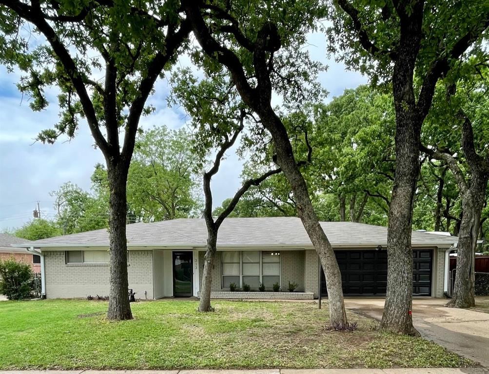 313 Nottingham  Drive, Irving, Texas 75061 - Acquisto Real Estate best plano realtor mike Shepherd home owners association expert