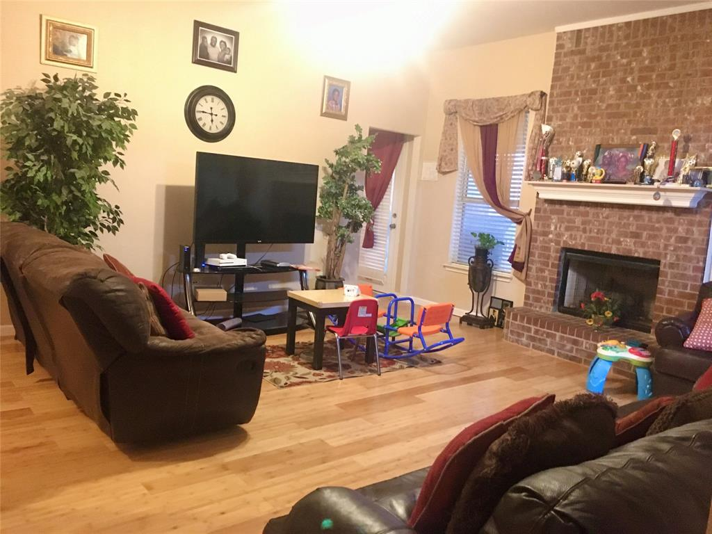 1216 Rio Vista  Drive, DeSoto, Texas 75115 - acquisto real estate best photos for luxury listings amy gasperini quick sale real estate