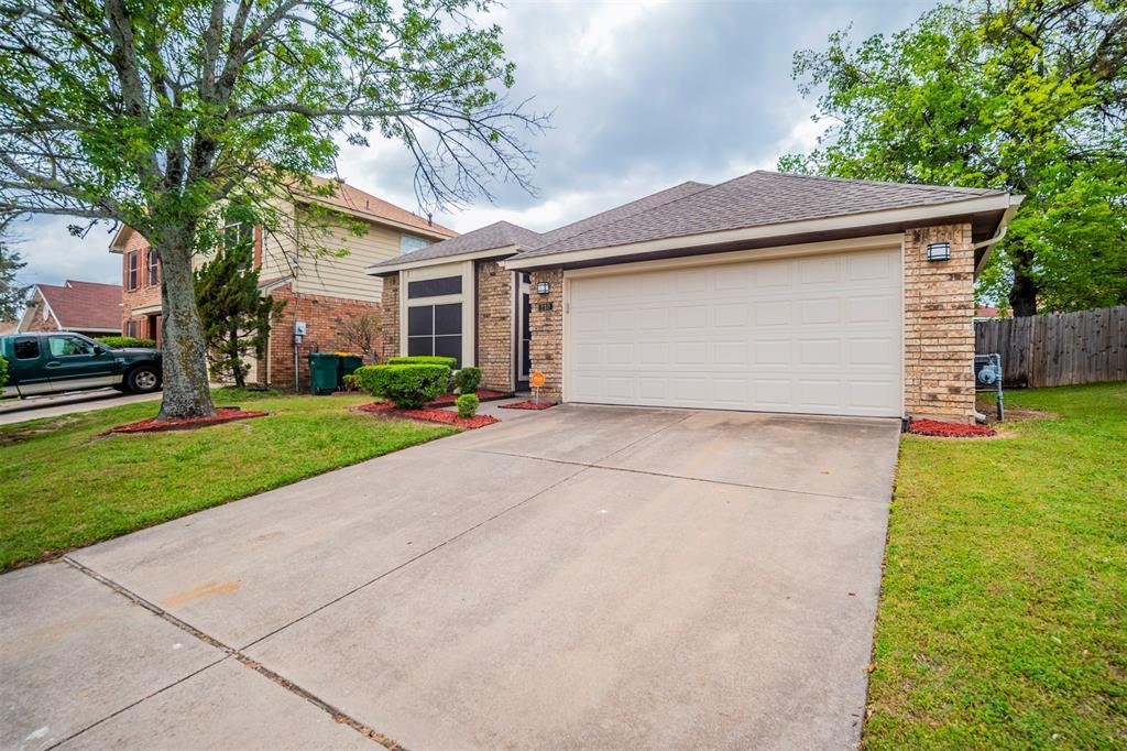 210 Chamblin  Drive, Cedar Hill, Texas 75104 - acquisto real estate best allen realtor kim miller hunters creek expert