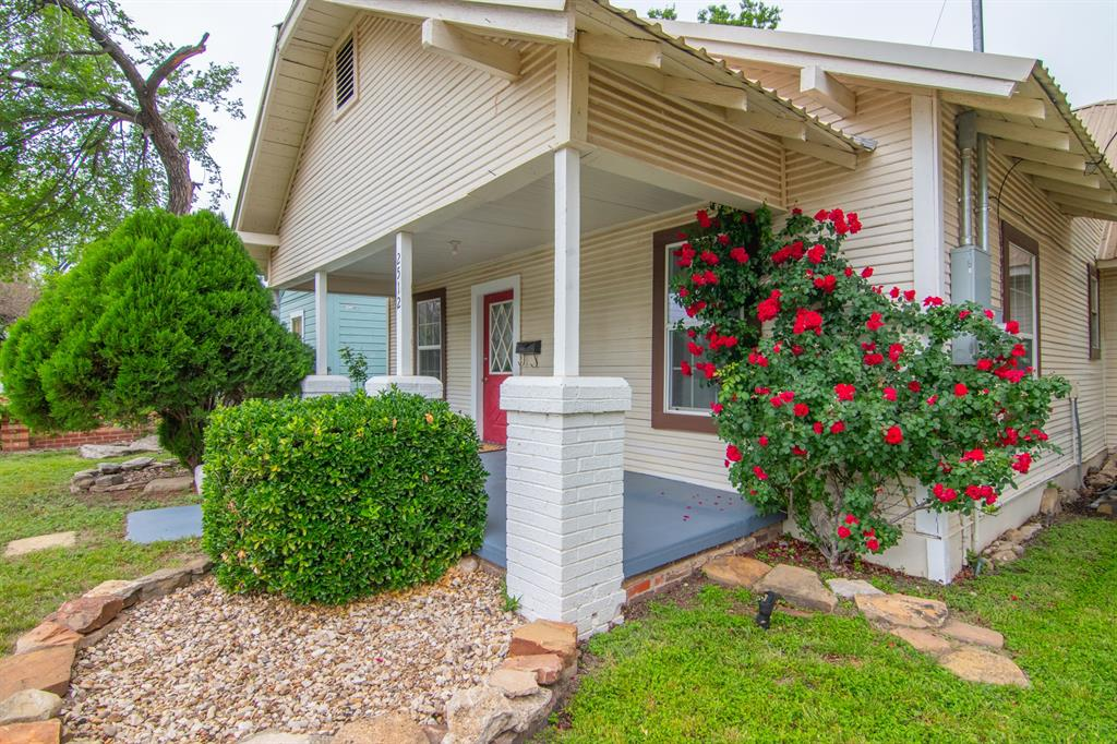 2512 Austin  Avenue, Brownwood, Texas 76801 - acquisto real estate best prosper realtor susan cancemi windfarms realtor