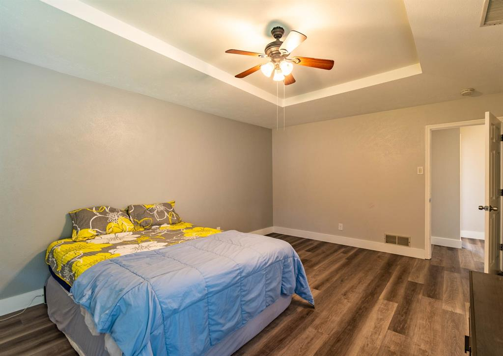 1949 Kentwood  Lane, Carrollton, Texas 75007 - acquisto real estate best realtor foreclosure real estate mike shepeherd walnut grove realtor