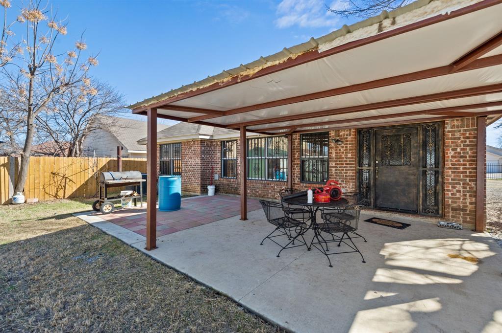 925 Bessie  Street, Fort Worth, Texas 76104 - acquisto real estate best realtor dfw jody daley liberty high school realtor