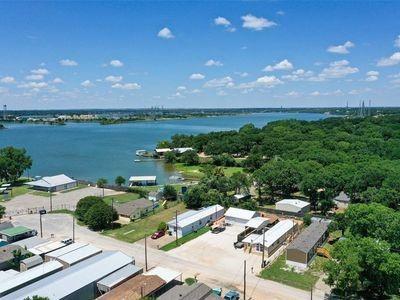 4825 Blue Water  Circle, Granbury, Texas 76049 - acquisto real estate best prosper realtor susan cancemi windfarms realtor