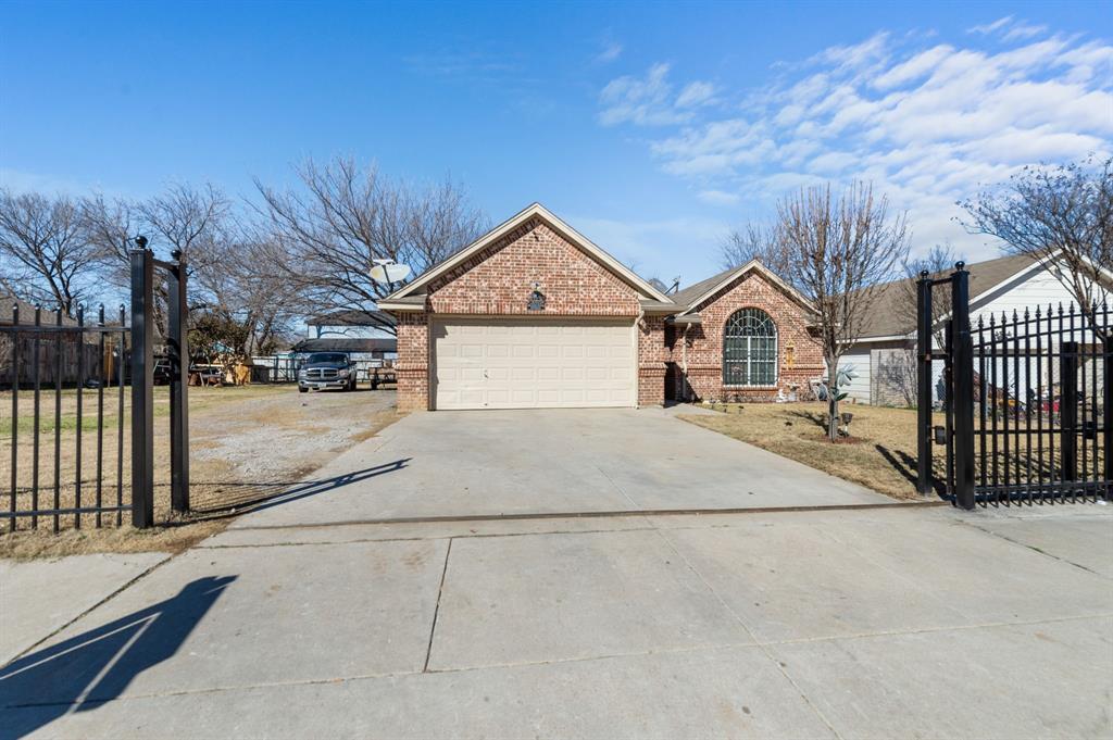 925 Bessie  Street, Fort Worth, Texas 76104 - acquisto real estate best allen realtor kim miller hunters creek expert