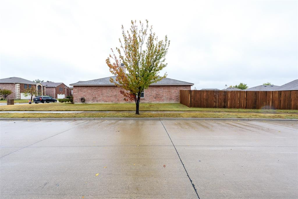 2921 Desert  Drive, Denton, Texas 76210 - acquisto real estate best the colony realtor linda miller the bridges real estate