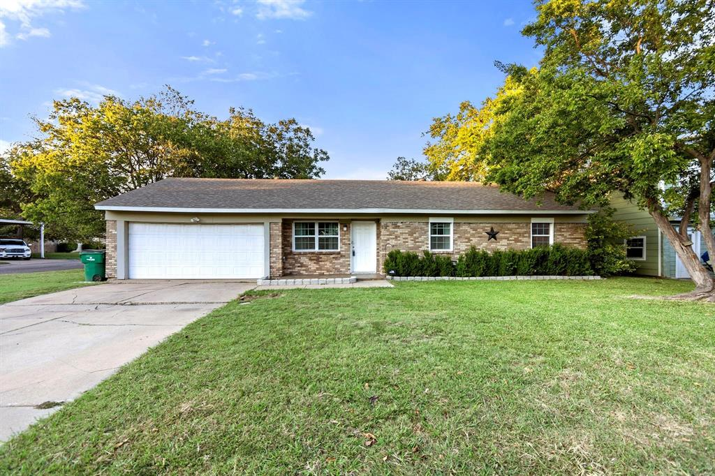 5701 Hanson  Drive, Watauga, Texas 76148 - Acquisto Real Estate best plano realtor mike Shepherd home owners association expert