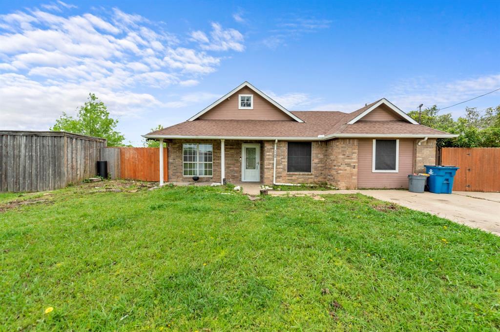 1802 Melody  Circle, Kaufman, Texas 75142 - Acquisto Real Estate best frisco realtor Amy Gasperini 1031 exchange expert