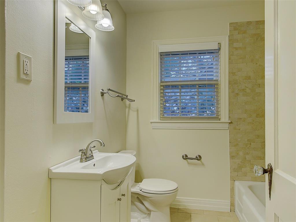 1009 Avenue F  Avenue, Garland, Texas 75040 - acquisto real estate best realtor foreclosure real estate mike shepeherd walnut grove realtor