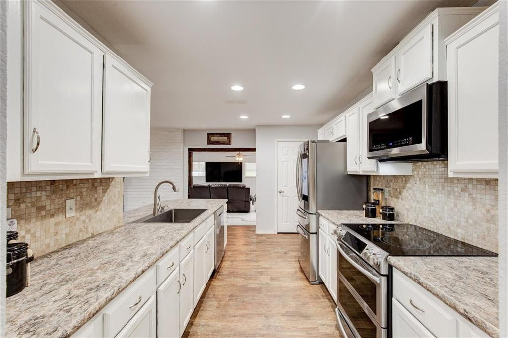 1112 Cooks  Lane, Fort Worth, Texas 76120 - acquisto real estate best real estate company to work for