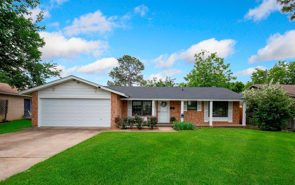 2508 Dunbar  Street, Irving, Texas 75062 - Acquisto Real Estate best plano realtor mike Shepherd home owners association expert