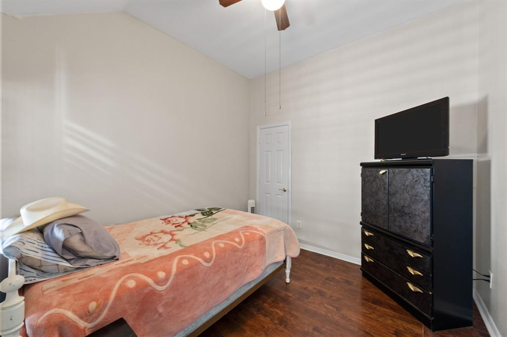 925 Bessie  Street, Fort Worth, Texas 76104 - acquisto real estate best new home sales realtor linda miller executor real estate