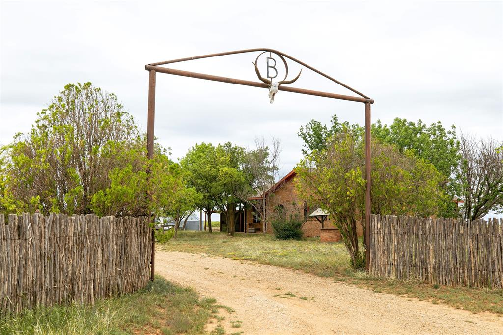 16451 County Road L  Childress, Texas 76201 - Acquisto Real Estate best frisco realtor Amy Gasperini 1031 exchange expert