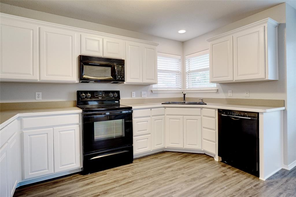 1015 Vinewood  Avenue, Burleson, Texas 76028 - acquisto real estate best real estate company to work for