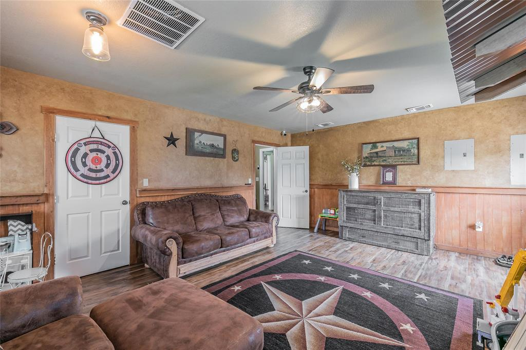 132 Fossil Rock  Drive, Azle, Texas 76020 - acquisto real estate best real estate company in frisco texas real estate showings