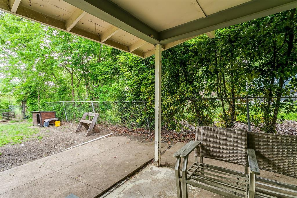 2214 Ridgeway  Street, Arlington, Texas 76010 - acquisto real estate best realtor foreclosure real estate mike shepeherd walnut grove realtor