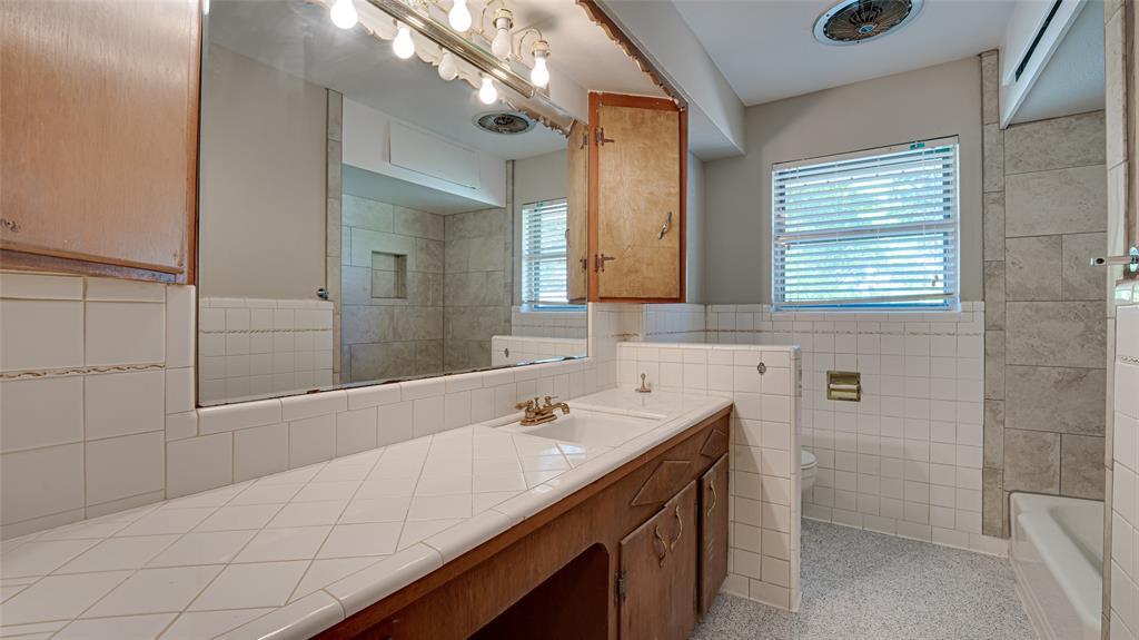 1508 Nichols  Street, Ennis, Texas 75119 - acquisto real estate best luxury buyers agent in texas shana acquisto inheritance realtor