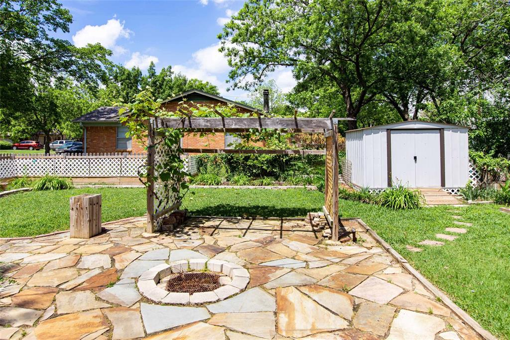 212 Huitt  Lane, Euless, Texas 76040 - acquisto real estaet best boutique real estate firm in texas for high net worth sellers