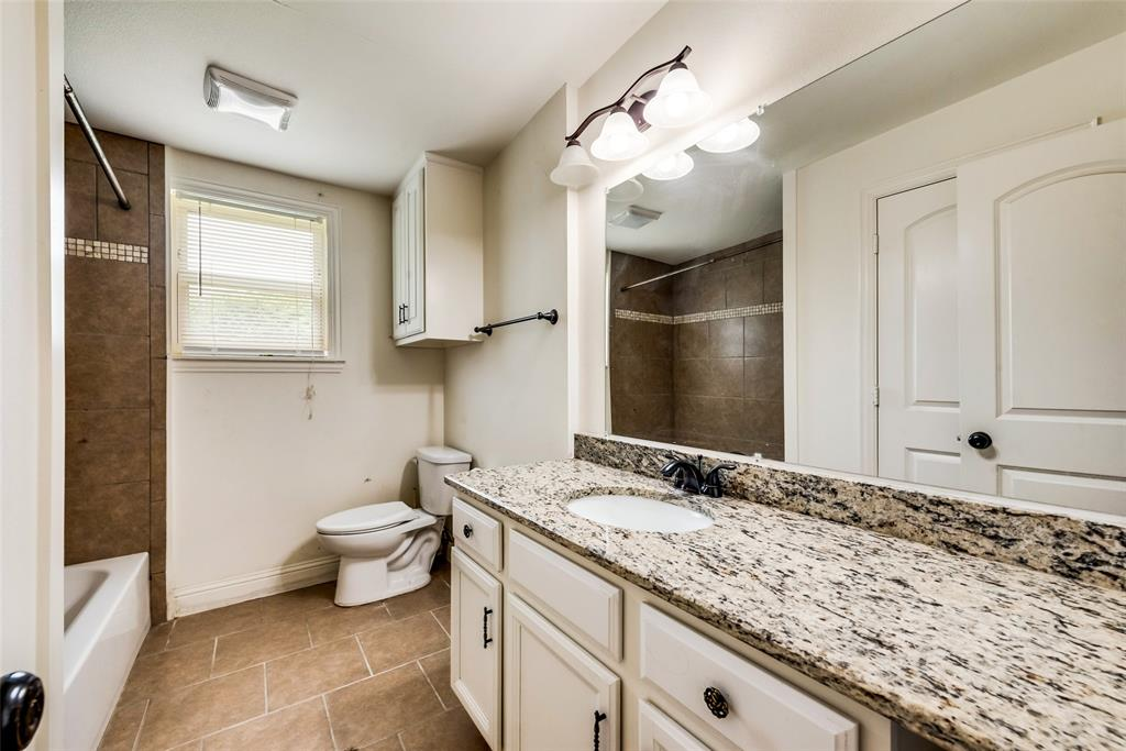 2522 High Crest  Avenue, Fort Worth, Texas 76111 - acquisto real estate best photos for luxury listings amy gasperini quick sale real estate