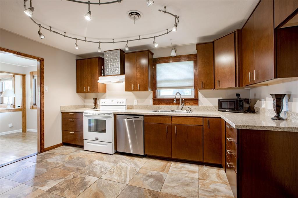 212 Huitt  Lane, Euless, Texas 76040 - acquisto real estate best the colony realtor linda miller the bridges real estate