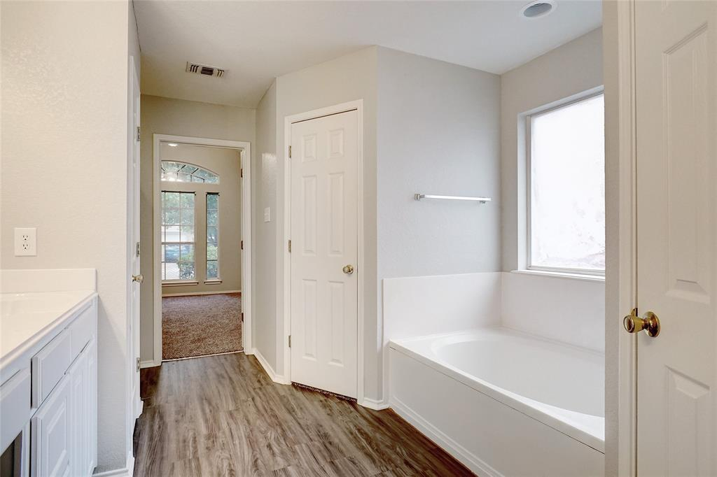 1015 Vinewood  Avenue, Burleson, Texas 76028 - acquisto real estate best style realtor kim miller best real estate reviews dfw