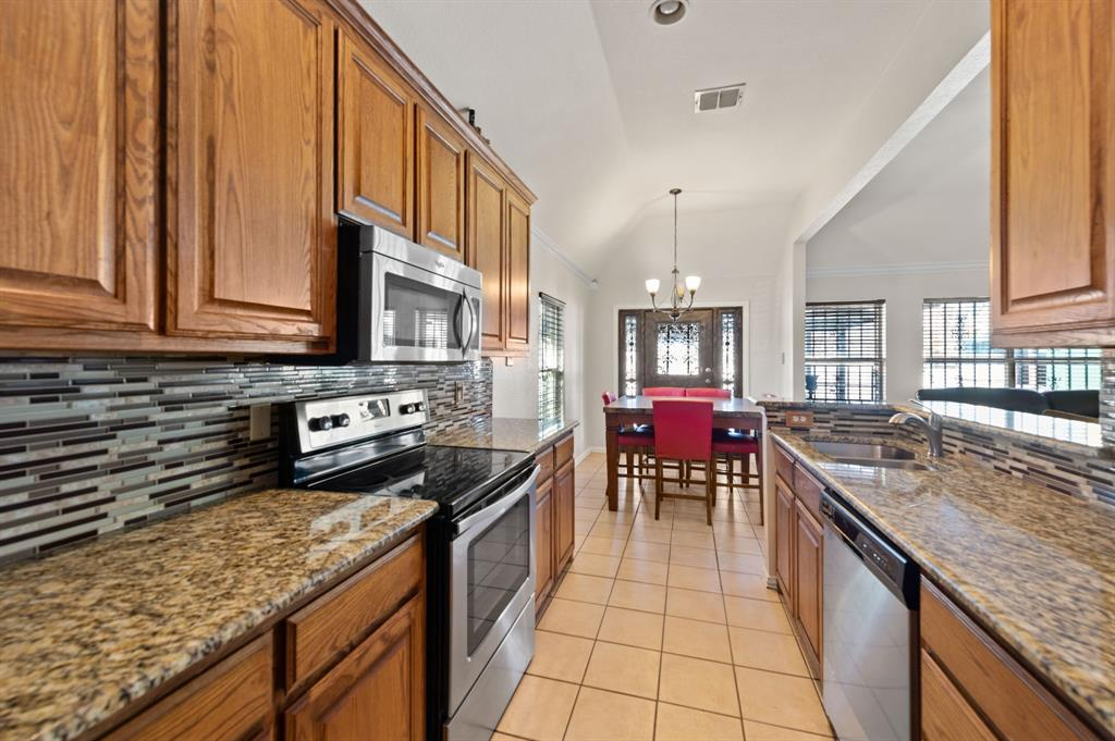 925 Bessie  Street, Fort Worth, Texas 76104 - acquisto real estate best realtor westlake susan cancemi kind realtor of the year