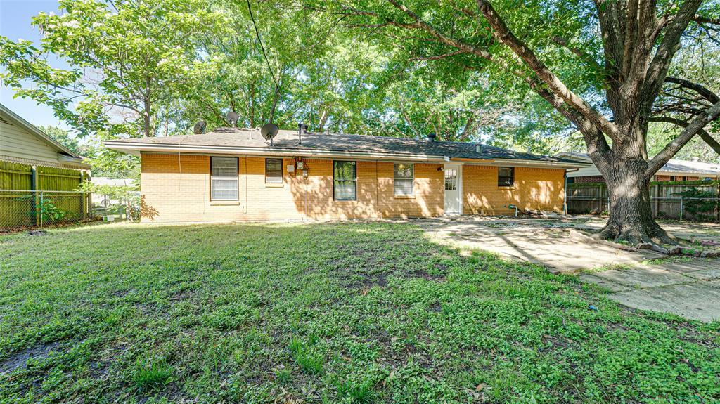 1508 Nichols  Street, Ennis, Texas 75119 - acquisto real estate best realtor dallas texas linda miller agent for cultural buyers