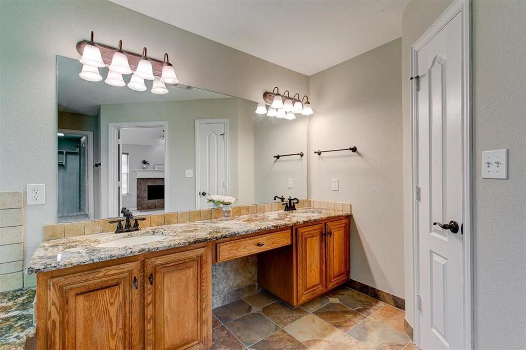 4407 Cluster Oak  Court, Granbury, Texas 76049 - acquisto real estate best plano real estate agent mike shepherd