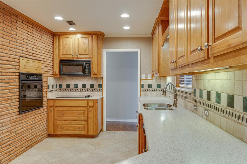 22 Shadowbrook  Lane, Hurst, Texas 76053 - acquisto real estate best highland park realtor amy gasperini fast real estate service