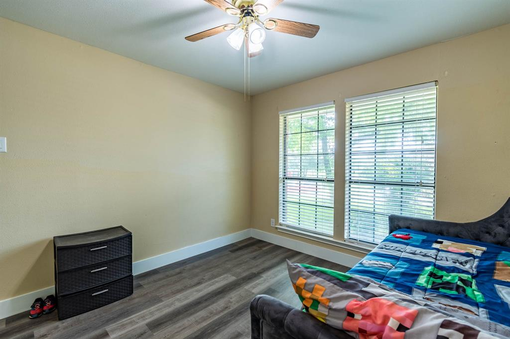 1949 Kentwood  Lane, Carrollton, Texas 75007 - acquisto real estate best photos for luxury listings amy gasperini quick sale real estate