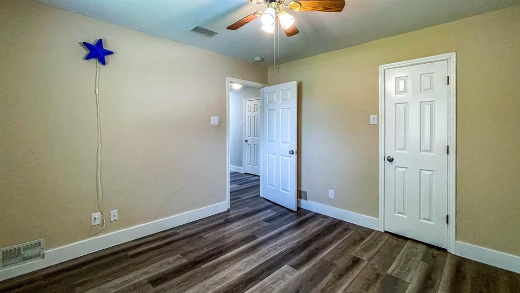 1949 Kentwood  Lane, Carrollton, Texas 75007 - acquisto real estaet best boutique real estate firm in texas for high net worth sellers