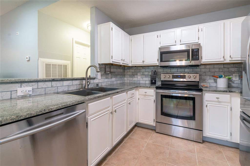 520 Majestic Park  Lane, Cedar Hill, Texas 75104 - acquisto real estate best highland park realtor amy gasperini fast real estate service
