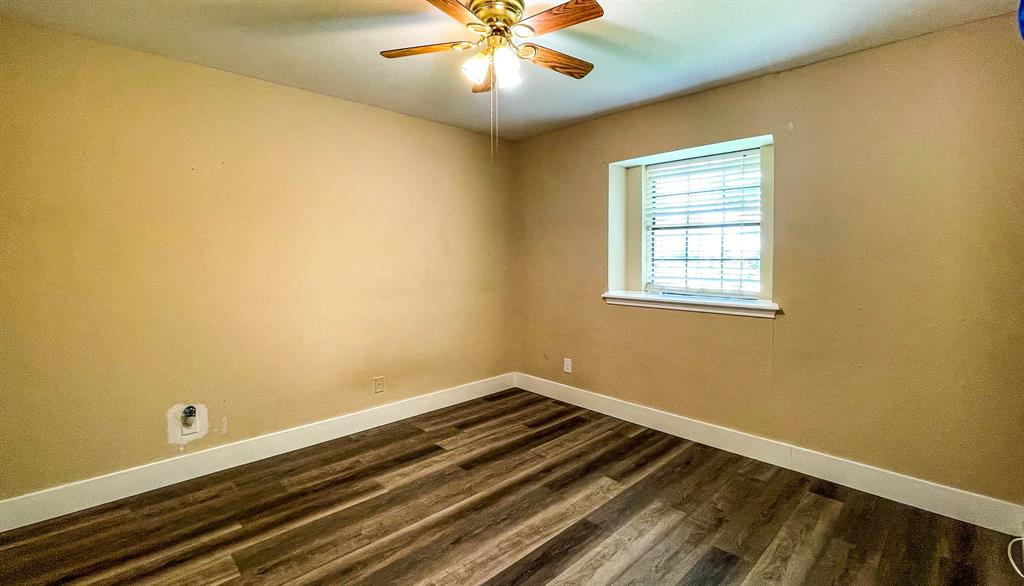 1949 Kentwood  Lane, Carrollton, Texas 75007 - acquisto real estate best frisco real estate broker in texas for high net worth buyers