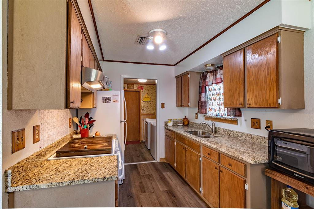 1001 Martin  Lane, Sherman, Texas 75090 - acquisto real estate best real estate company to work for