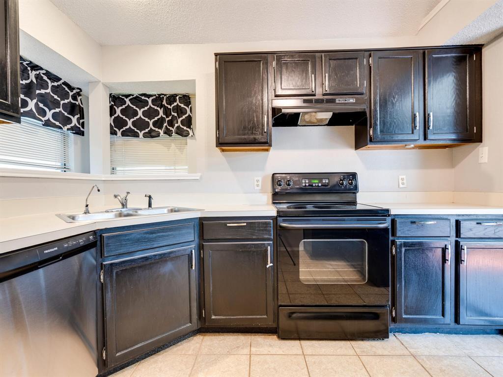 210 Mahogany  Drive, Arlington, Texas 76018 - acquisto real estate best listing listing agent in texas shana acquisto rich person realtor