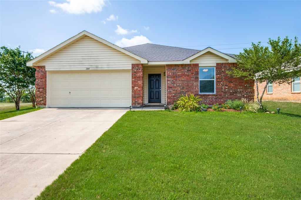 200 Deer Run  Drive, Sanger, Texas 76266 - Acquisto Real Estate best plano realtor mike Shepherd home owners association expert