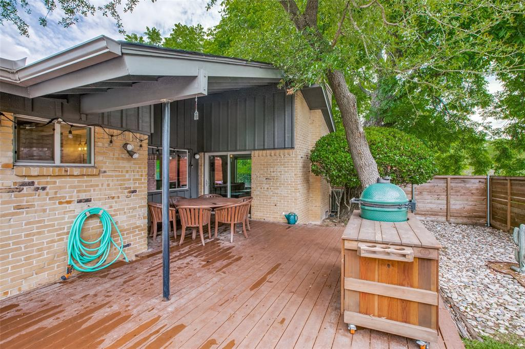 10033 Lake Highlands  Place, Dallas, Texas 75218 - acquisto real estate best realtor foreclosure real estate mike shepeherd walnut grove realtor