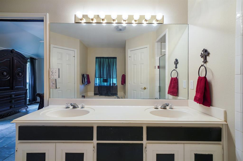 201 Chaparral  Drive, Granbury, Texas 76049 - acquisto real estaet best boutique real estate firm in texas for high net worth sellers