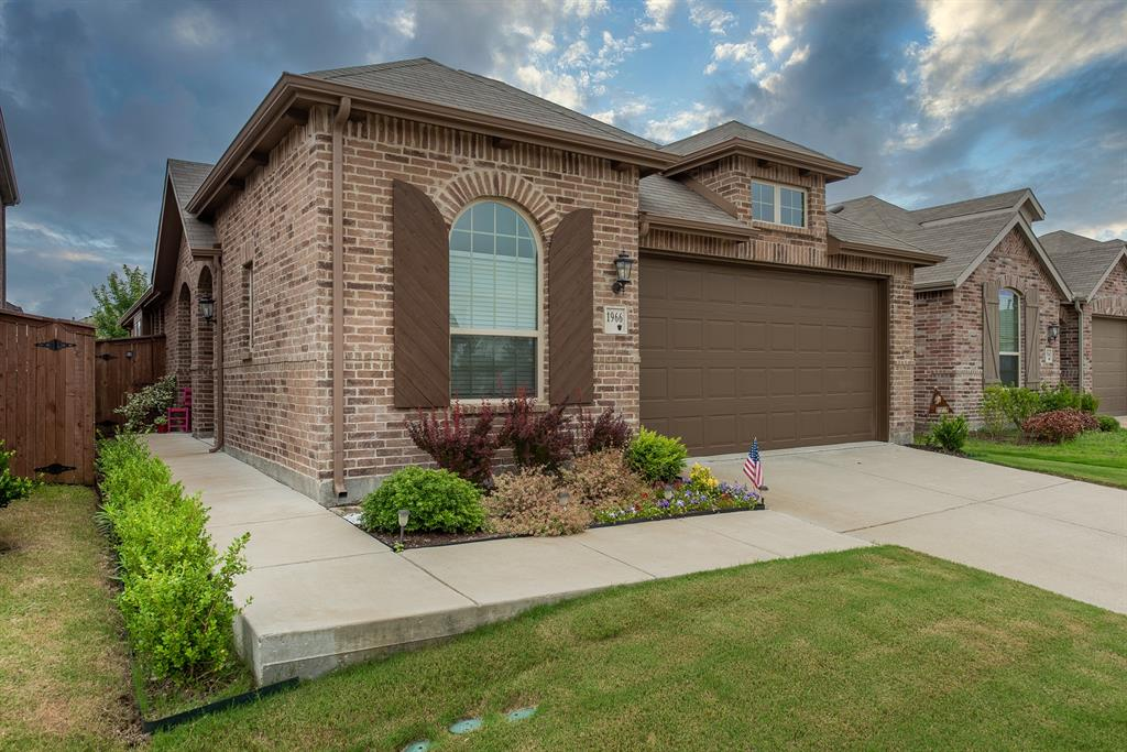 1966 Obsidian  Trail, Heartland, Texas 75126 - Acquisto Real Estate best plano realtor mike Shepherd home owners association expert