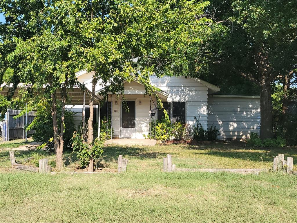 825 Texas  Street, Graham, Texas 76450 - Acquisto Real Estate best frisco realtor Amy Gasperini 1031 exchange expert